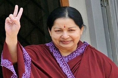 Jayalalithaa invited to form government : O Panneerselvam's resignation accepted
