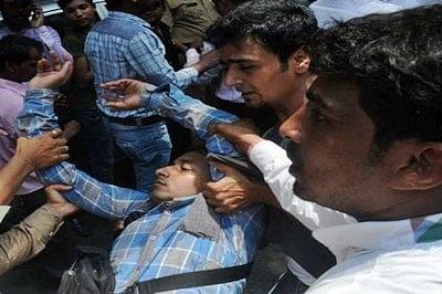 Salman fan attempts suicide outside high court