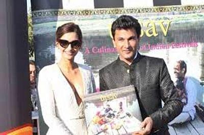 Sonam Kapoor unveils Vikas Khanna's book at Cannes