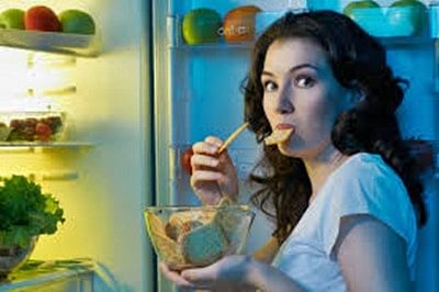 Distracted dining may lead to overeating, obesity: study