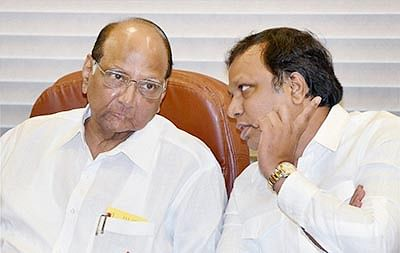 Mumbai: Sharad Pawar, contestant for the Mumbai Cricket Association's President's post and BJP MLA Ashish Shelar during a press conference in Mumbai on Tuesday. PTI Photo by Mitesh Bhuvad(PTI6_16_2015_000218B)