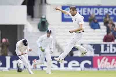 England on brink of winning back the Ashes