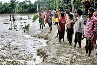 Assam flood situation grim, nearly two lakh hit
