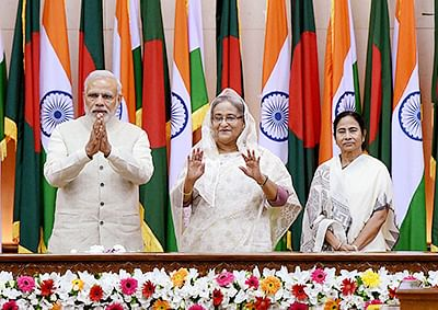 Dhaka: Prime Minister Narendra Modi with his Bangladeshi counterpart Sheikh Hasina and West Bengal Chief Minister Mamata Banerjee witnessing the exchange of agreements between India & Bangladesh, in Dhaka, Bangladesh on Saturday. PTI Photo by Shirish Shete (PTI6_6_2015_000220B)