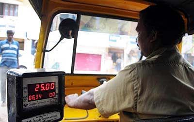 Mumbai: New fares for auto-rickshaws, taxis come into force