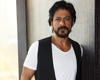 Shah Rukh's car damaged  by VHP workers in Gujarat