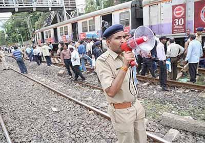 Derailment near Mahim station; Harbour line services hit for 2 hours