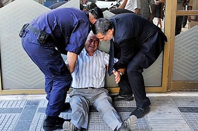EU, IMF pressure Greeks  days ahead of crucial vote