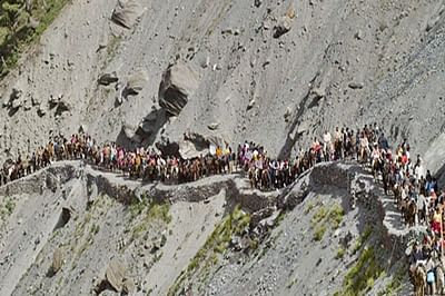 J-K: Amarnath Yatra temporarily halted due to bad weather