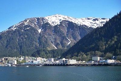 Strong quake strikes remote Alaska islands