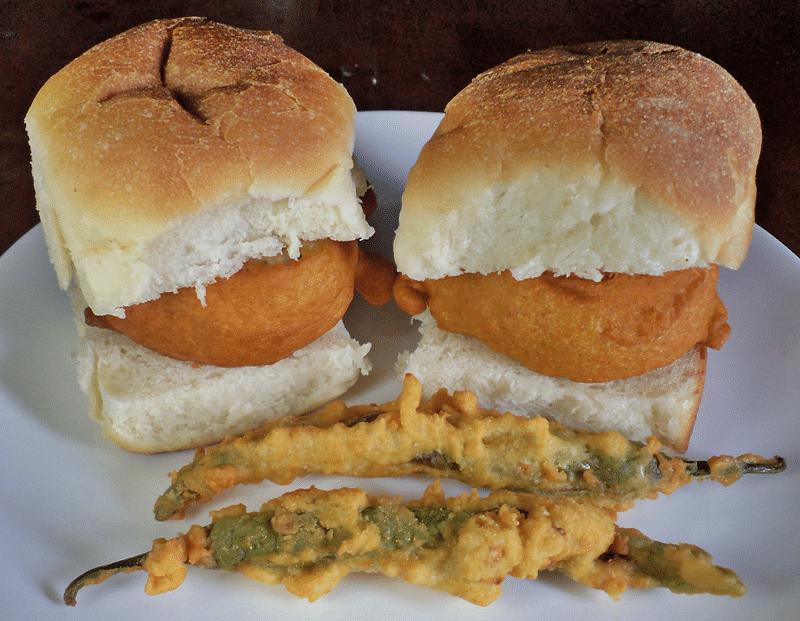 Ashok Satam vada pav<br />Picture credits: mouthwateringfoodrecipes.blogspot.com