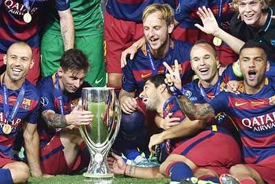 Messi mesmerises as Barca lift Super Cup