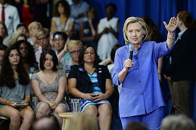 Hillary to hand over her email server to FBI