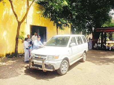 Lok Ayukta catches Patwari accepting bribe