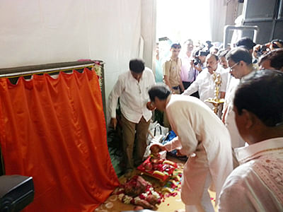 Uddhav performs bhoomipujan of first auditorium in Mira Road