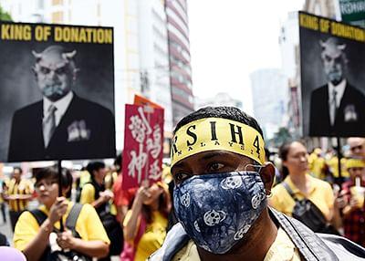 Malaysians demand Najib's resignation over financial scandal