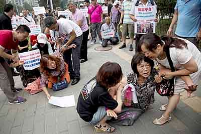 MH370: Chinese families hold  protest against Malaysian Govt