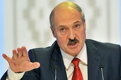 Belarus president frees six jailed opponents before election