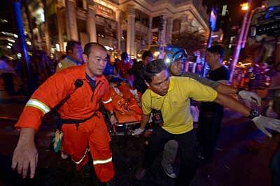 Blast rocks temple in Bangkok's tourist hub
