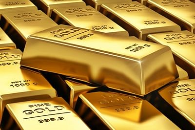 Gold falls Rs 73 in futures trade