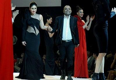 `Sizzling` Kareena Kapoor closes LFW 2015 for Gaurav Gupta