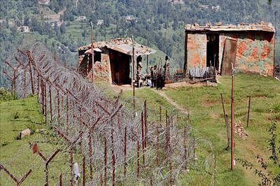 Pakistani troops violate ceasefire along border