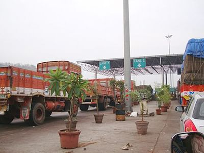 Truck union wants advance toll payment
