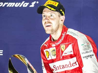 Sebastian Vettel  wins Singapore GP