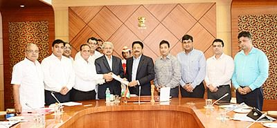 Delegation led by industries minister seeks sops from Guv