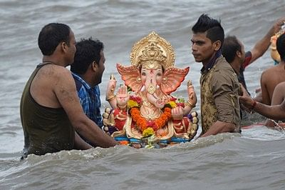 Mumbai: One and half day Ganesh Idol  Immersion at Dadar Chowpaty . Photo by BL SONI