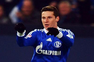 Wolfsburg sign Schalke's  Julian Draxler
