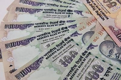 Expected foreign funds' inflows to strengthen rupee: Experts