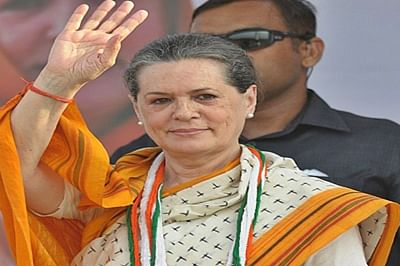 Sonia Gandhi unfurls party flag to mark Cong.'s 131st Foundation Day