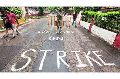FTII row: Government hold talks, deadlock continues