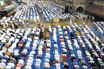 Special prayers offered for Haj victims, farmers on Eid