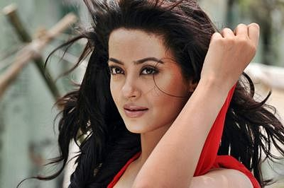 Quit TV as I couldn't do saas-bahu shows: Surveen Chawla