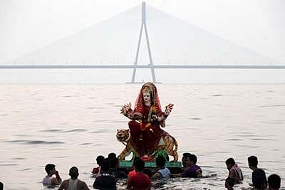Traffic cops brace for Durga idol immersions