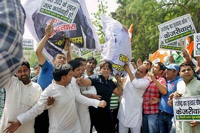 Congress workers protest at Kejriwal's residence