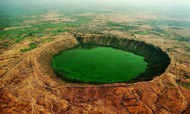 Lonar Sarovar<br />Picture credits: www.youngisthan.in