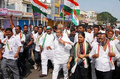 Mixed response to Telangana bandh, leaders detained