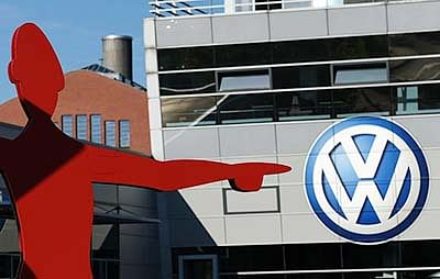 Police raid VW HQ, US chief admits he knew of problem in 2014