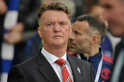 Van Gaal 'shrugs off' Scholes' criticism