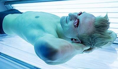 Indoor tanning puts gay, bisexual men at greater skin cancer risk
