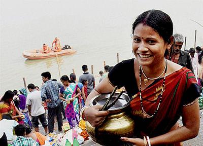 Thousands throng river banks as Bihar's Chhath begins