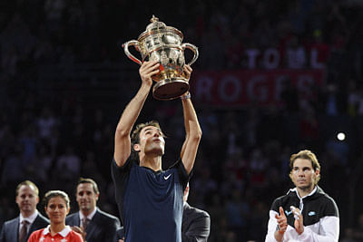 Federer clinches Swiss Indoors trophy