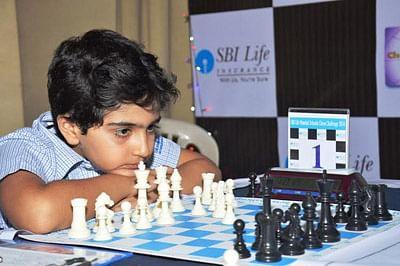 Top Seed Vikramaditya Kulkarni takes sole lead
