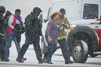 Gunman kills  3 at US family  planning centre