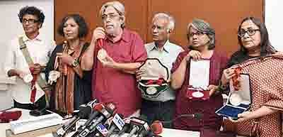 Filmmakers demand ghar wapsi of FTII chief while returning awards