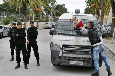 ISIS claims responsibility for Tunisia bus attack
