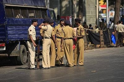 Mumbai Police foil robbery bid at petrol pump; two held